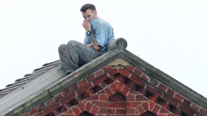 pic of prisoner on roof