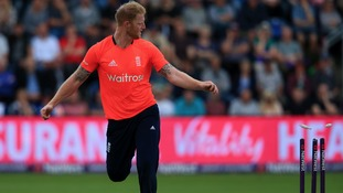 England through to T20 semi-finals after close victory