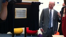 David Willets unveiling a plaque to open the new university research centre