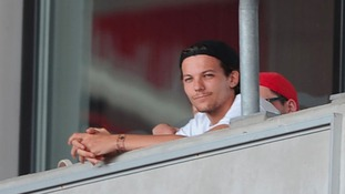 One Direction star Louis Tomlinson 'to donate Doncaster Rovers design prize back to club'