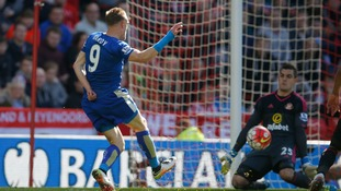 Vardy scores two as Leicester march towards title with win at Sunderland