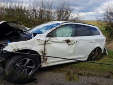 The car crashed into a telegraph pole.