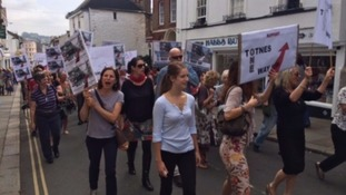 Hundreds of protesters marched against the new Totnes traffic scheme