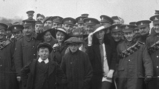 Families and troops at the races