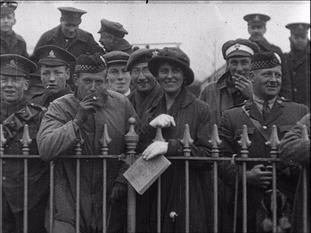 1916 Racegoers