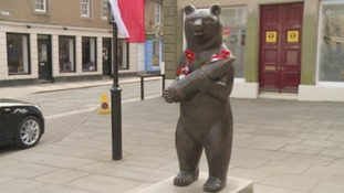 Beer-drinking soldier bear honoured with statue