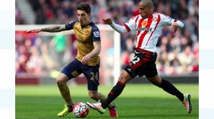 Arsenal's Hector Bellerini (left) battles for the ball with Sunderland's Wahbi Khazri.