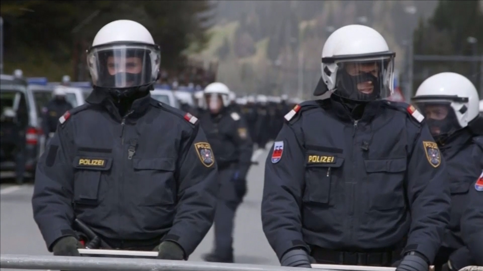 how to become riot police