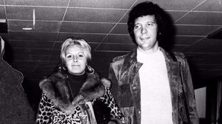 Tom Jones with his wife Linda in 1970