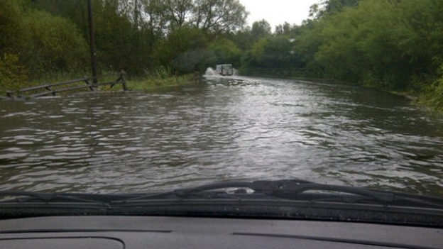 Flooding at Leigh&#x27;s swing bridge