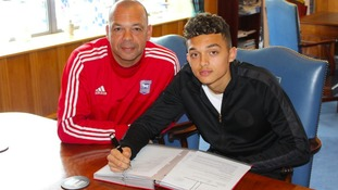 Andre Dozzell (right) signs his contract alongside his dad Jason (left).
