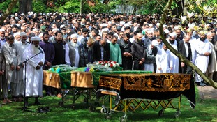 Hundreds attend funeral of three friends killed in crash