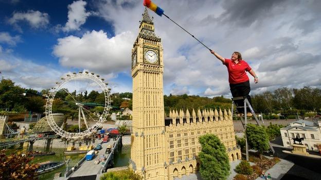 Legoland closes for annual autumn clean up | London - ITV News