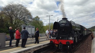 Thousands turn out to see Flying Scotsman