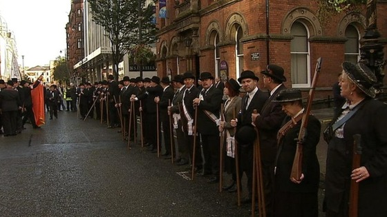 Unionists line up outside the Ulster Hall