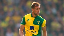Steven Whittaker is staying at Carrow Road.