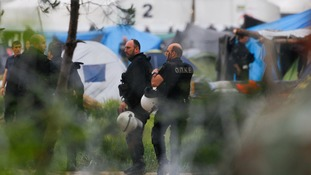 Greece begins to clear Idomeni migrant camp