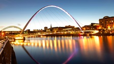 Daily tilting of Millennium Bridge begins again
