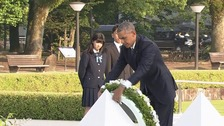 Obama laying wreath