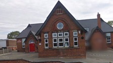 Derbyshire school shut for 'deep clean'