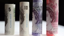 New plastic bank notes 'may stick together', Bank of England admits