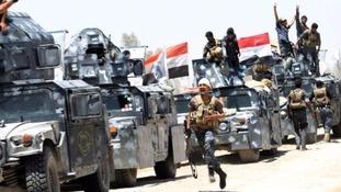 Iraqi security forces gather near Falluja