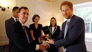 Prince Harry gives US soldier's Invictus Games Gold medal to Cambridge hospital which saved her life