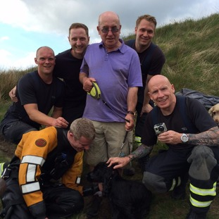 Hugo, his owner and the rescue team