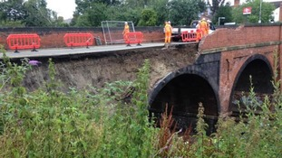 Bridge collapse severs rail link between London and East Midlands