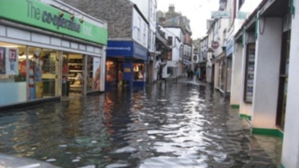 Travel Agency Website >> Waves batter West Country - ITV News