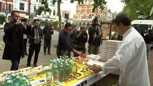 Parsons Green residents offer free pizza and cups of tea.
