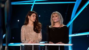 Marisa Tomei (L) and Rosanna Arquette present the award for Outstanding Performance by a Female Actor in a Television Movie or Limited Series at the 24th Annual Screen Actors Guild.