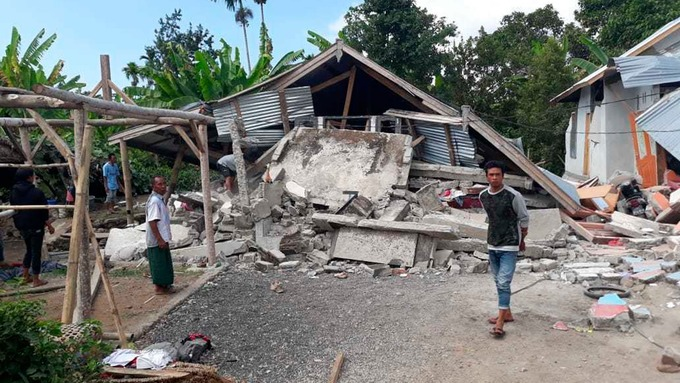 Toll Rises As   Magnitude Earthquake Hits Tourist Island Near Bali