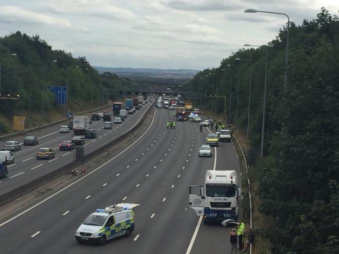 Fatal crash closes M1 in Derbyshire | Central - ITV News