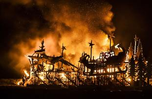 A bonfire in the shape of a Christmas sleigh filled with presents was set alight in Skinningrove.