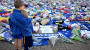 Young fans pay tribute