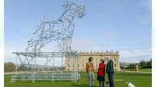 Chatswoof: Huge sculpture of a dog part of new exhibition at Chatsworth House