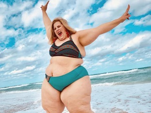Gillette's latest advert features plus-size model Anna O'Brien.