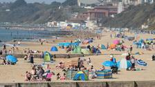 Britain enjoys temperatures of up to 27C during Easter weekend