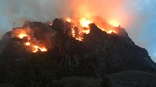 Dramatic footage of mountain fire as 20 homes evacuated