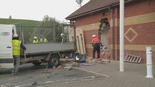 Ram raid thieves rip out cash machine of Didcot supermarket