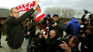 Di Canio holds a Sunderland scarf for the cameras.