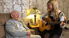 Teen sings to grandfather with Alzheimer's to help him remember