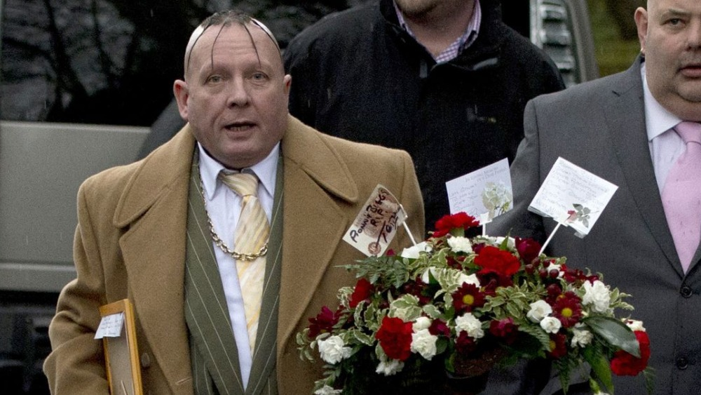 Charles Bronson Sends Bouquet For Ronnie Biggs Itv News