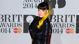 Lily Allen's hair matched her bag on the Brit Awards red carpet.