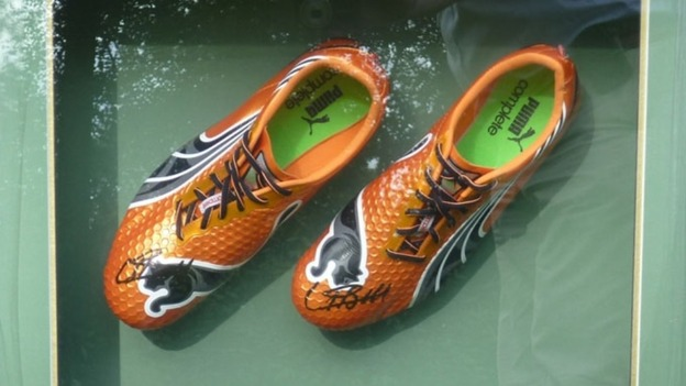 Usain Bolt signed running shoes worth £20K stolen f964b5cc2
