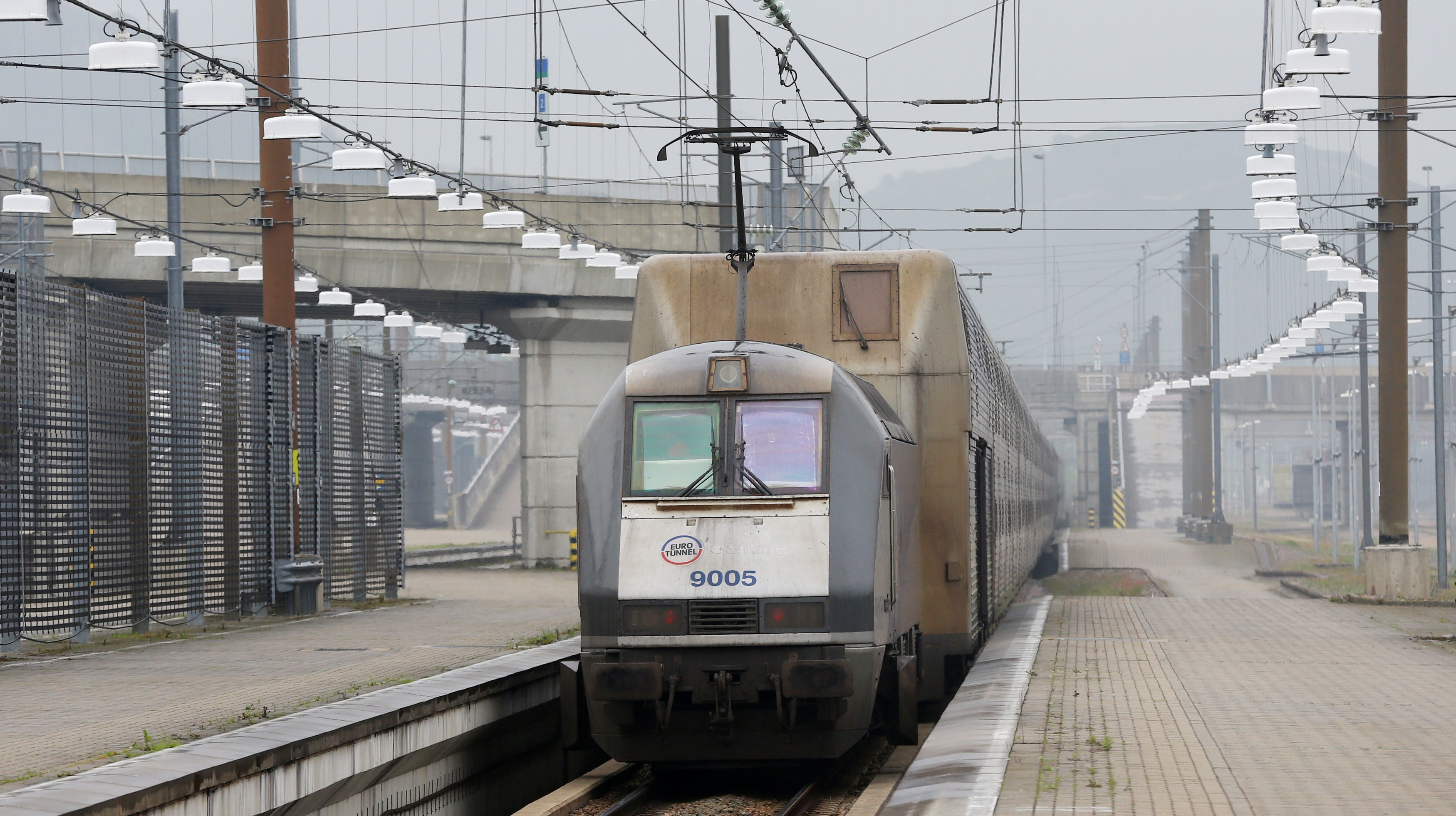 three hour delays for eurotunnel le shuttle