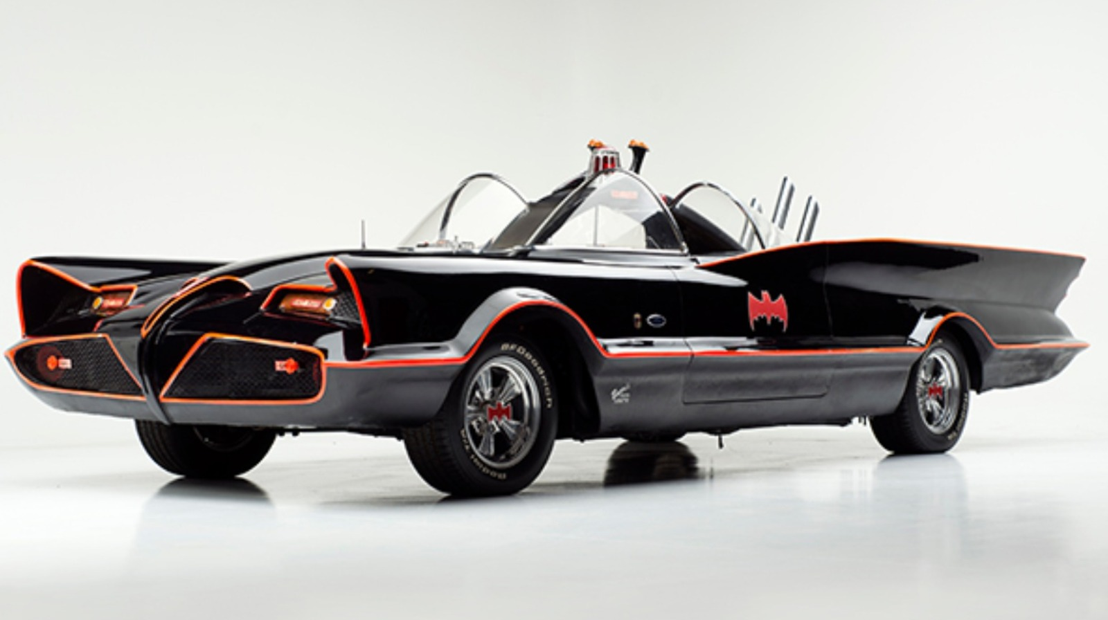Original 1960s Batmobile goes up for sale at auction - ITV ...