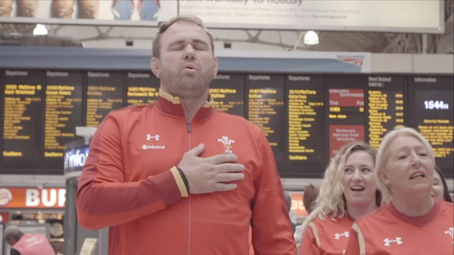 Flashmob shocks Londoners with Welsh national anthem ahead of crunch
