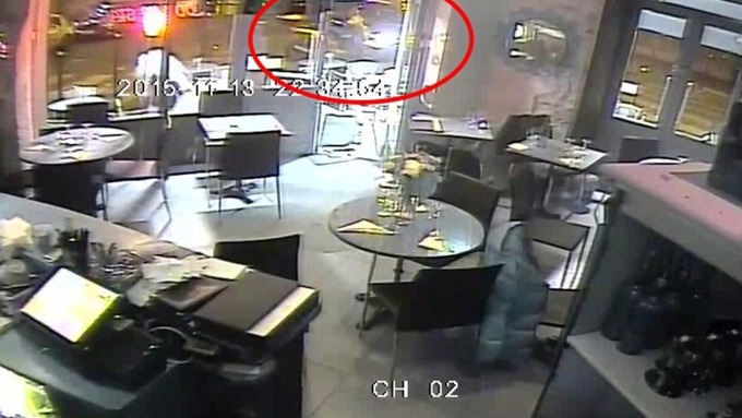 The gunman retreats to the car after his gun jams during his attempt to kill a desperate diner.